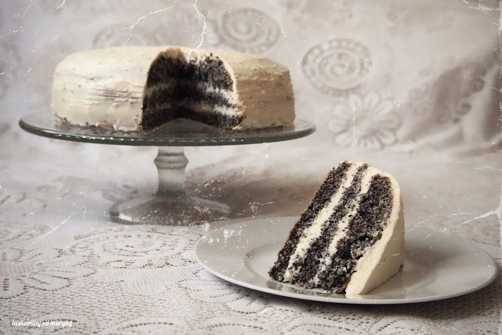 Makový dort s krémem z bílé čokolády